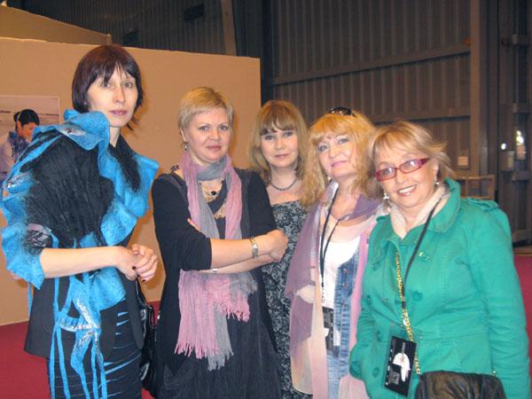 Прекрасная половина нашей делегации на Парижском книжном салоне, 2012 г.