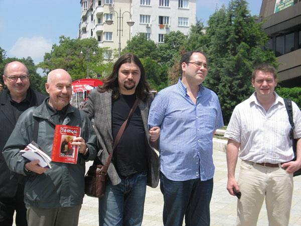 Наша делегация на фестивале поэзии в Болгарии с поэтом из Польши Александром Навроцким (второй слева), 2012 г.