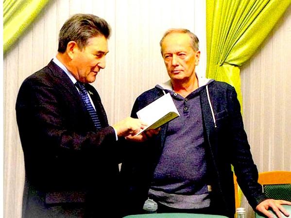 Знаменитые российские юмористы Михаил Задорнов и Марсель Салимов стали лауреатами международной премии